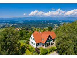 Luxuriöses Landhaus über der Nebelgrenze mit unverbaubaren Fernblick im südsteirischen Hügelland